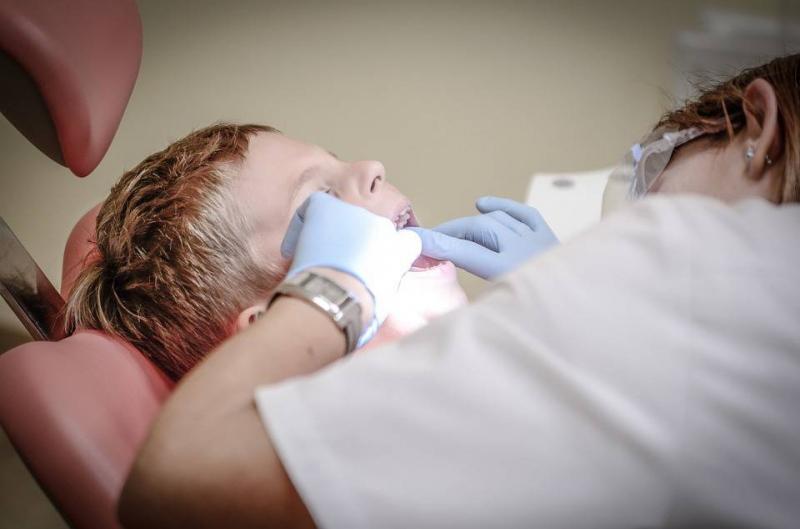 隐形牙套摘下来很痛的原因带隐形牙套需要注意什么